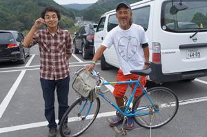 宮城県女川町の男性から「女川町をめぐる自転車道をつくるための調査にサイクリング車がほしい」と要望があり、数か月後にようやく届ける(2012年10月6日)
