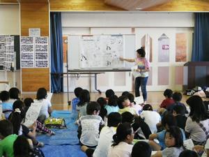 鶴岡市立朝暘第三小学校の4年生に「花プロジェクト」の説明を行う(2012年6月28日)