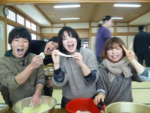 福島から一時疎開してきている家族たちとの「もちつき交流会」に参加(2012年1月5日)