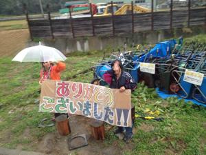 災害ボランティアセンターの方の見送りを受けて帰路へ(2012年10月28日・陸前高田市)