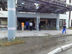 作業前に陸前高田市民会館で慰霊(2012年11月18日)