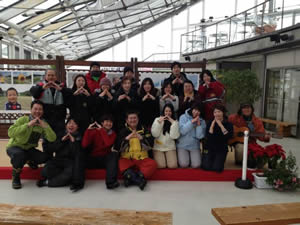 寒河江市の最上川ふるさと総合公園にて「やまがた満喫!雪遊び」を実施。福島の親子22組72名、山形の親子12組44名、総勢34組116名が参加(2013年2月24日・スタッフ一同)