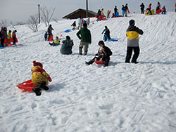あゆ温泉で雪遊び